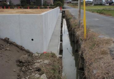 L型擁壁コンクリート設置できました