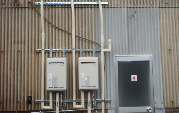 三重県桑名市K様工場 給湯器取替工事